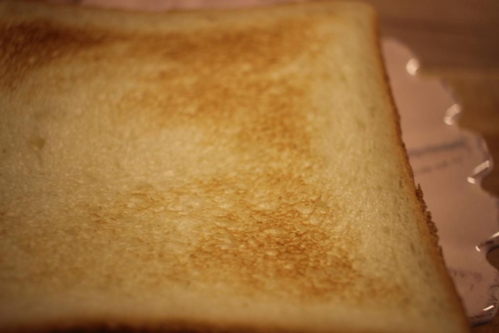 魚焼きグリルで焼いたトーストの画像