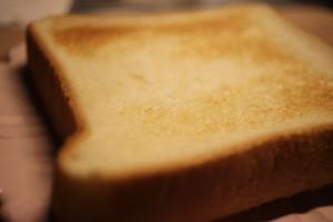 やみつき食感!魚焼きグリルでトーストを焼く方法とメリットを解説