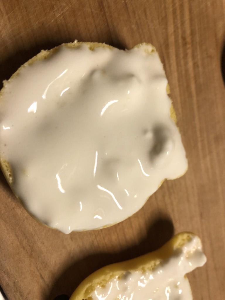 マシュマロクリームを塗っている画像
