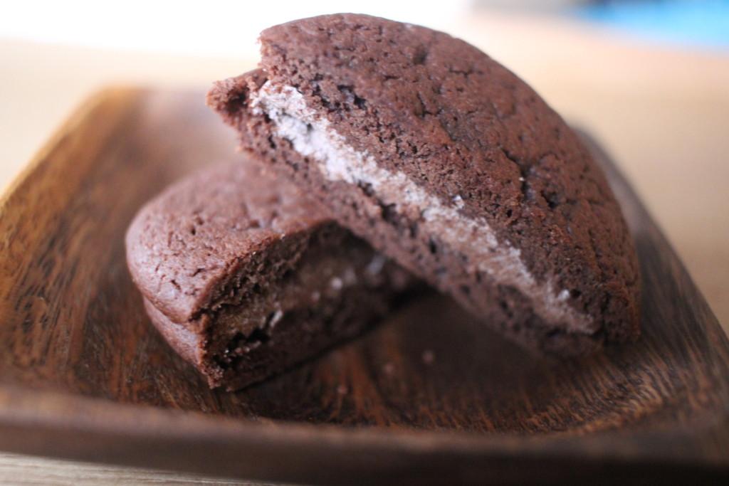 森永ミルクチョコレートを切った画像