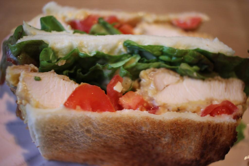 出来上がったチキン南蛮サンドイッチの画像