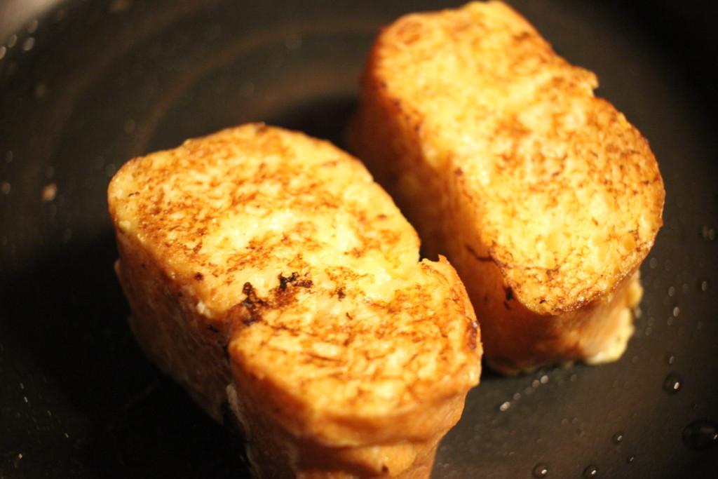 フランスパンのフレンチトーストの焼き目の画像