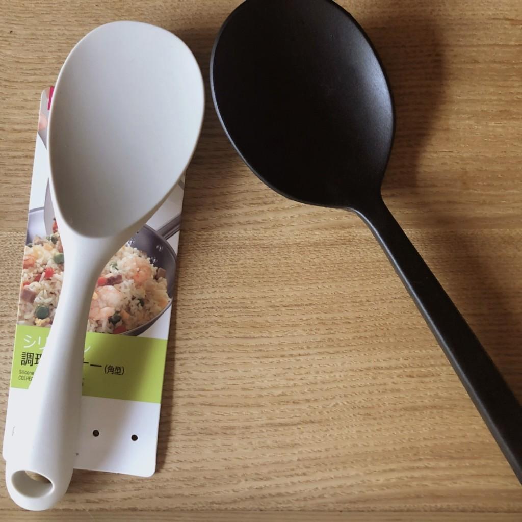 無印良品のシリコーン調理スプーンとダイソーのシリコーン調理ターナのの比較画像