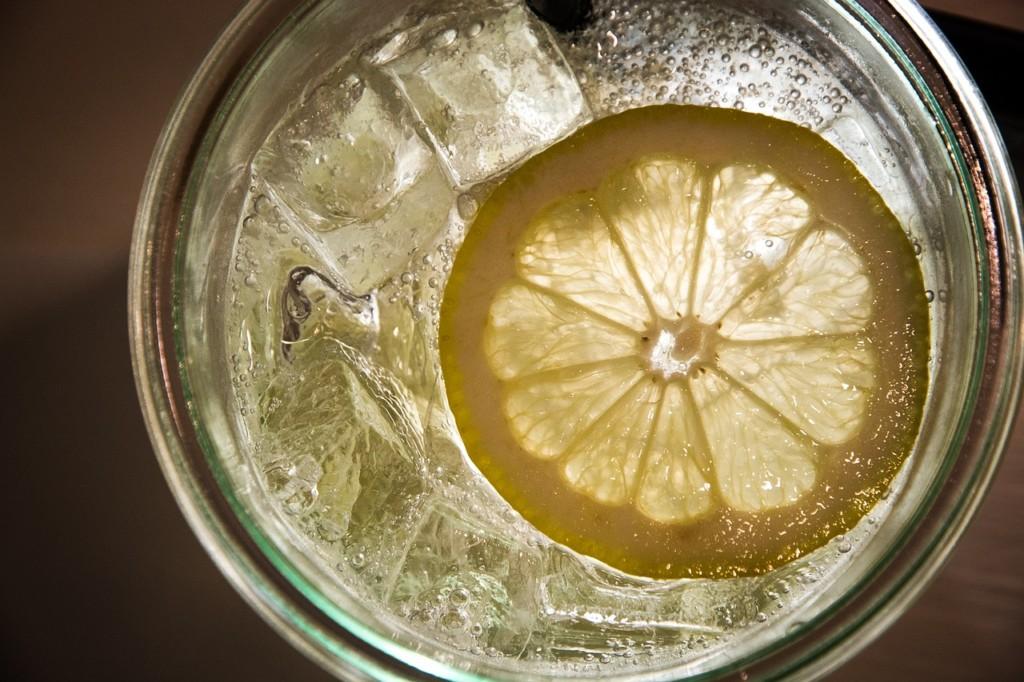 レモン水の画像
