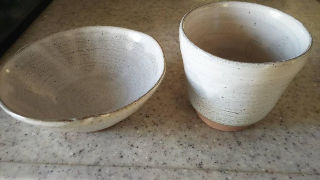 ロクロ体験で出来上がったお茶碗と湯呑みの画像
