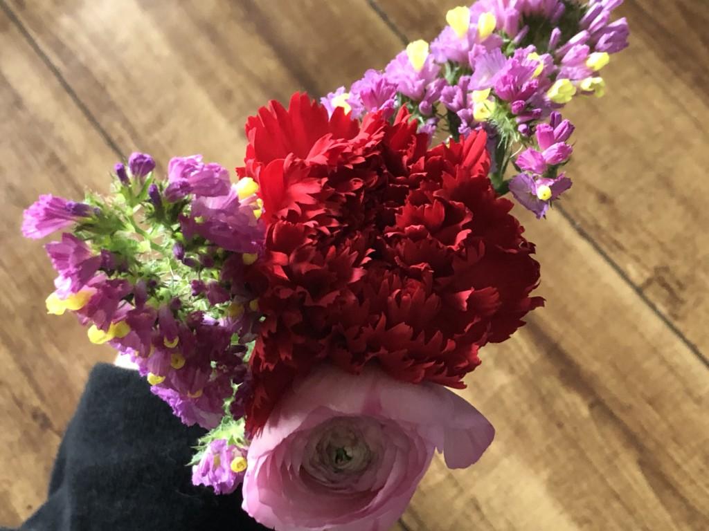BloomeeLIFE(ブルーミーライフ)で届いた花束