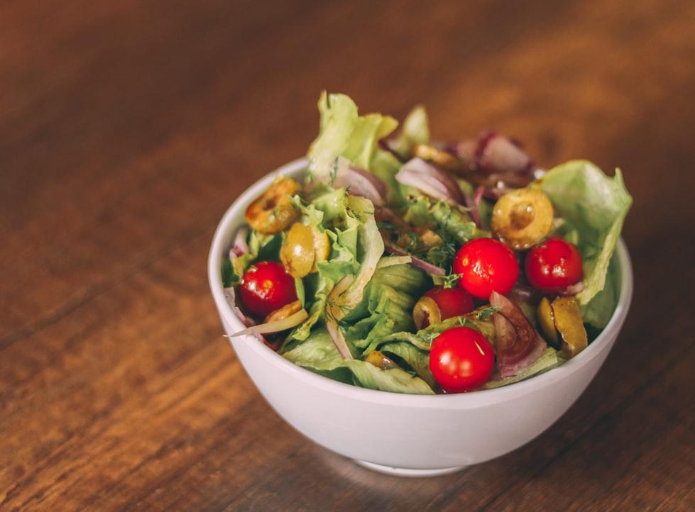レモンバームを使ったサラダの画像