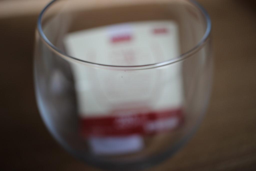 ダイソーで購入できる薄グラスの薄さの画像