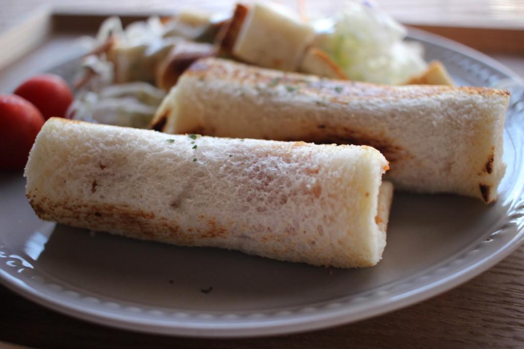 食パンで作る「チーズソーセージロール」の完成画像