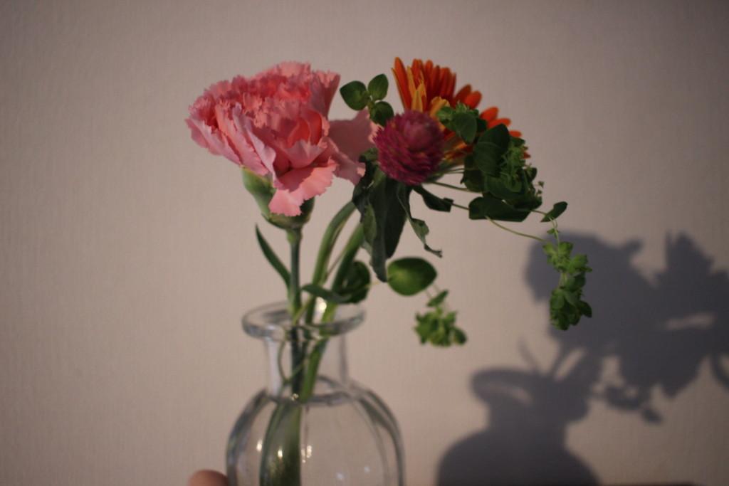 BloomeeLIFEブルーミーライフから3回目に届いた花と花瓶の写真