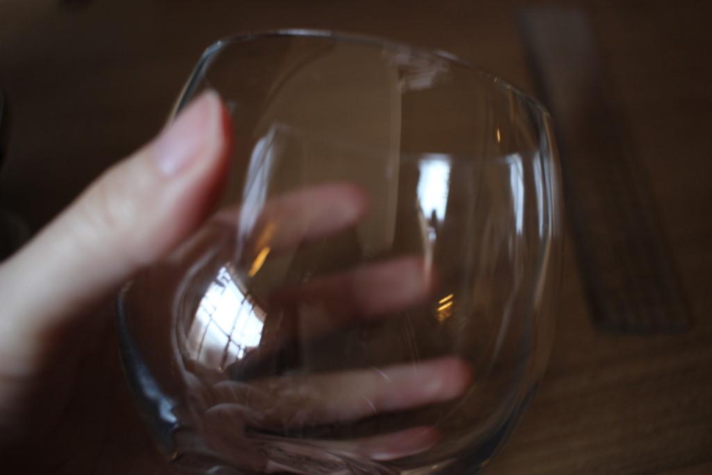 ダイソーで購入できる薄グラスのサイズ感
