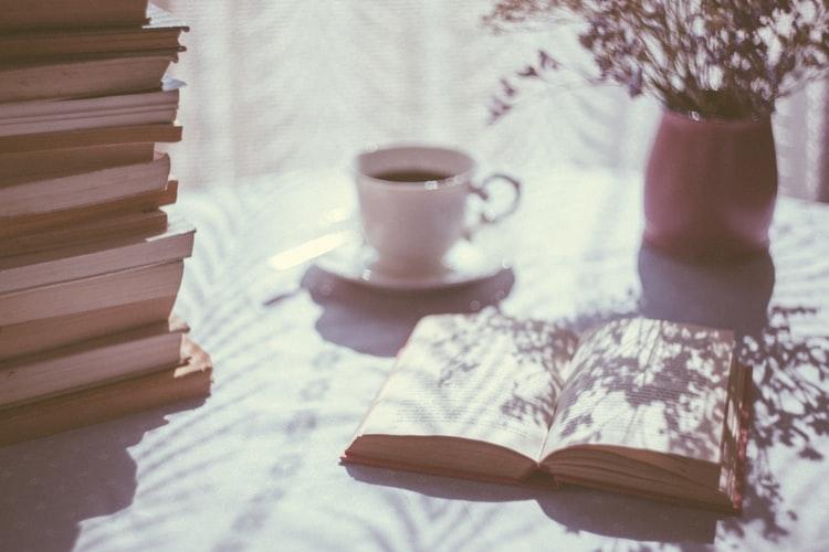 読書中の画像