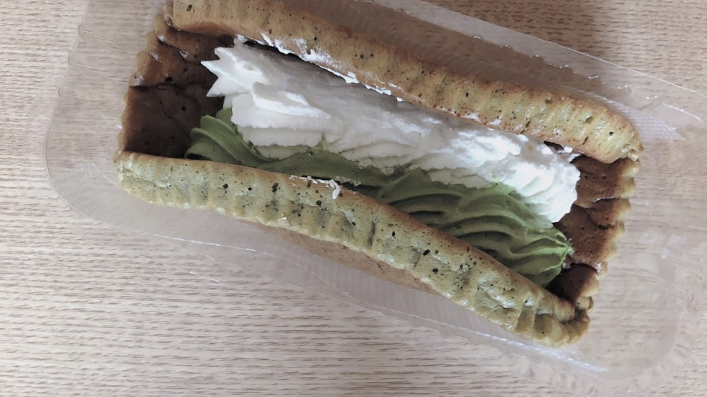 ローソンで購入できる山崎製パンの抹茶ミルクオムレットの見た目