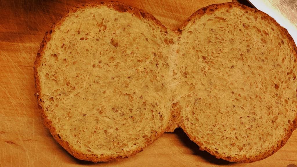 パンをトーストで焼いている画像