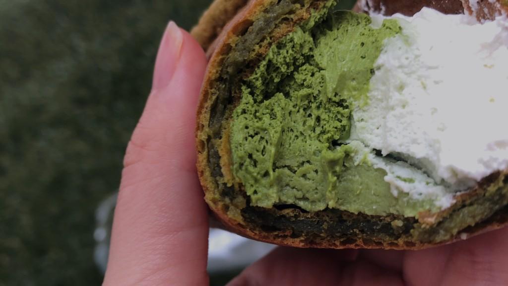 ローソンで購入できる山崎製パンの抹茶ミルクオムレットの中身