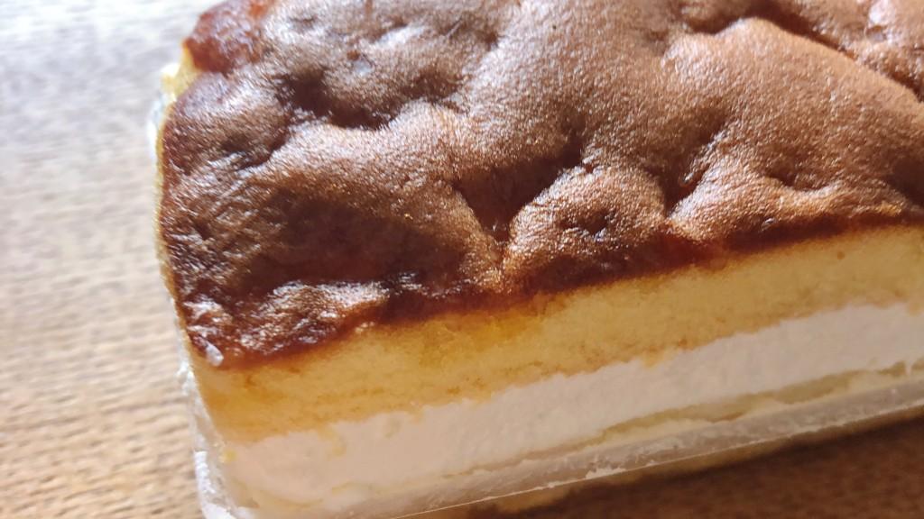 ローソンで購入できる「カステラ風サンドケーキ」の見た目