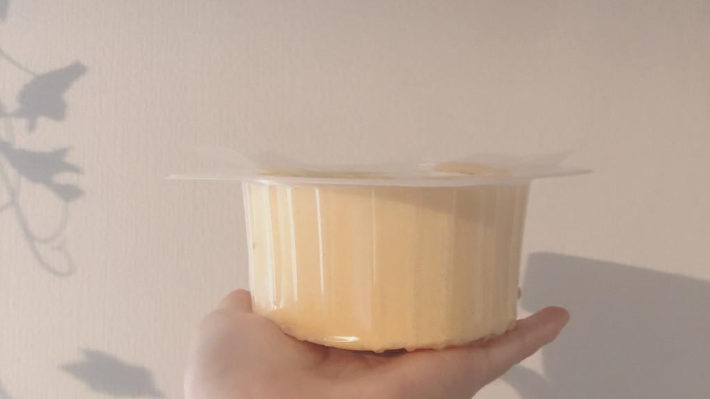 ローソンの2倍になったプレミアムロールケーキの厚さ