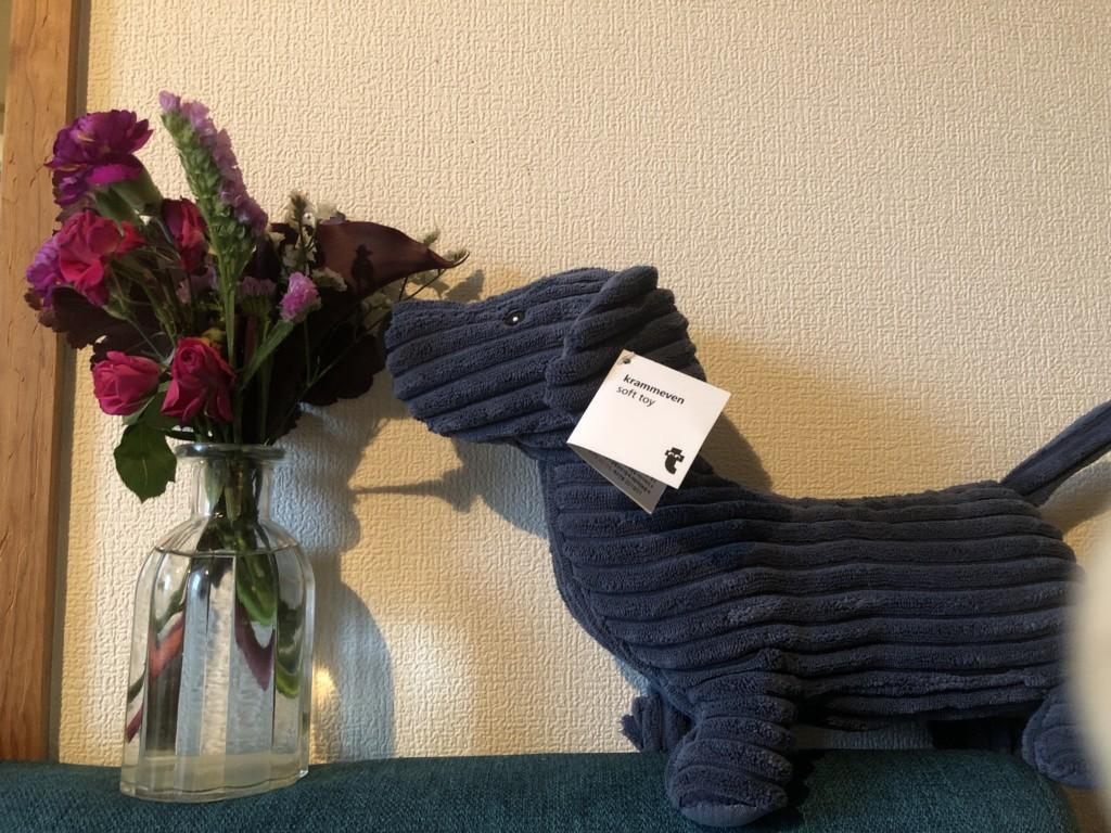 Bloomee LIFEから届いたお花を飾っている画像