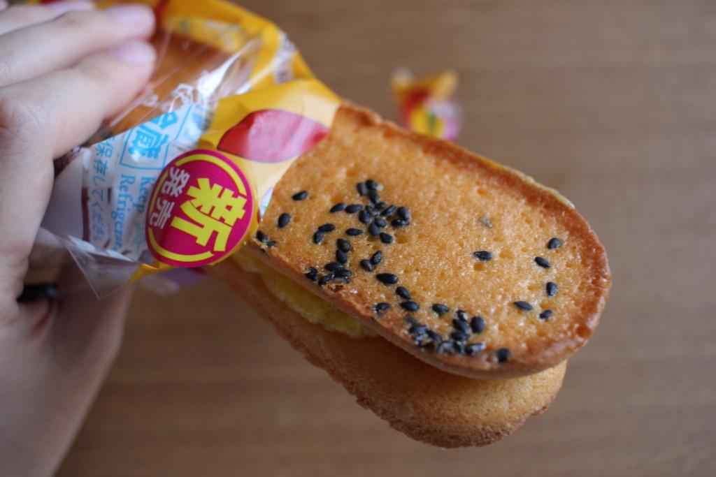 ファミマの香ばしいクッキーのクリームサンド安納芋で一足先に秋を感じよう!