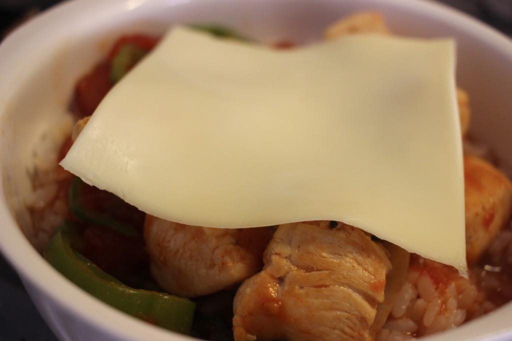 鶏むね肉で作る!とろーりチキントマト煮込みドリアをオーブンで焼いている画像