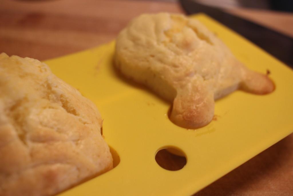 油で揚げない!ダイソーのシリコン型で作るプーさんドーナツの作り方