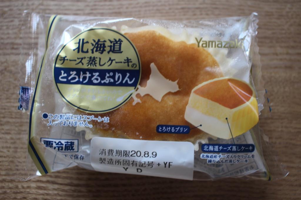 山崎製パンの北海道チーズ蒸しケーキプリンを開封♪