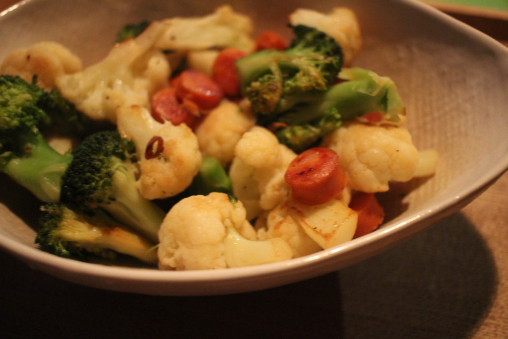【簡単レシピ】ブロッコリーとカリフラワーのピリ辛ソーセージ炒めの作り方