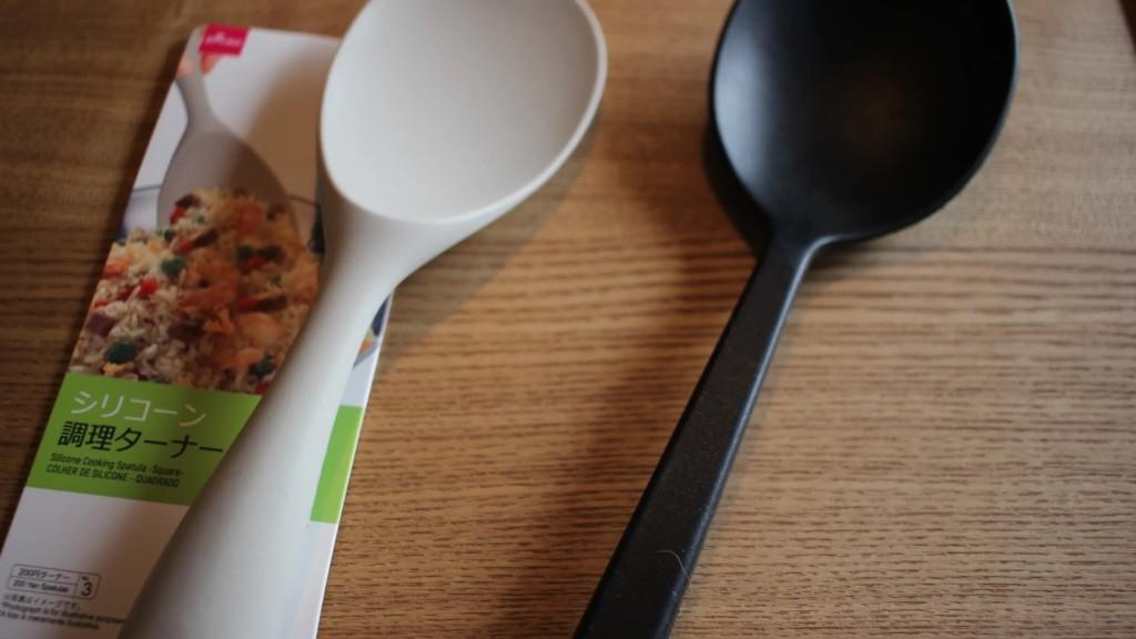 100均おすすめキッチン用品③無印商品に激似!シリコン調理ターナー