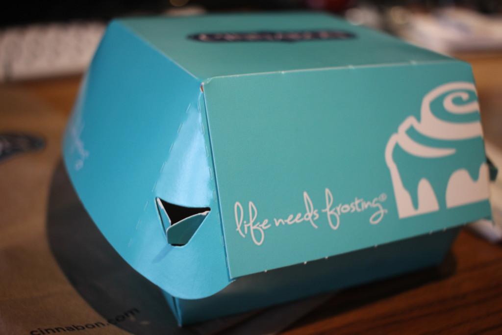 シナボンの「キャラメルピーカンボン」の箱