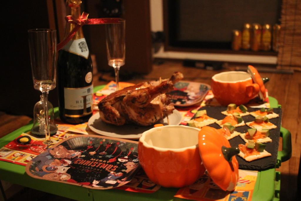 丸鳥のローストチキンはクリスマスパーティーなどにぴったりなレシピ♪