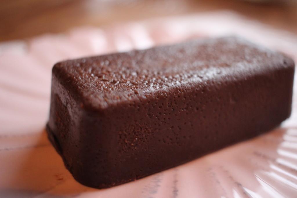 ローソンの雪溶けショコラテリーヌは、食感まで楽しめるチョコ好きさん必見のスイーツ