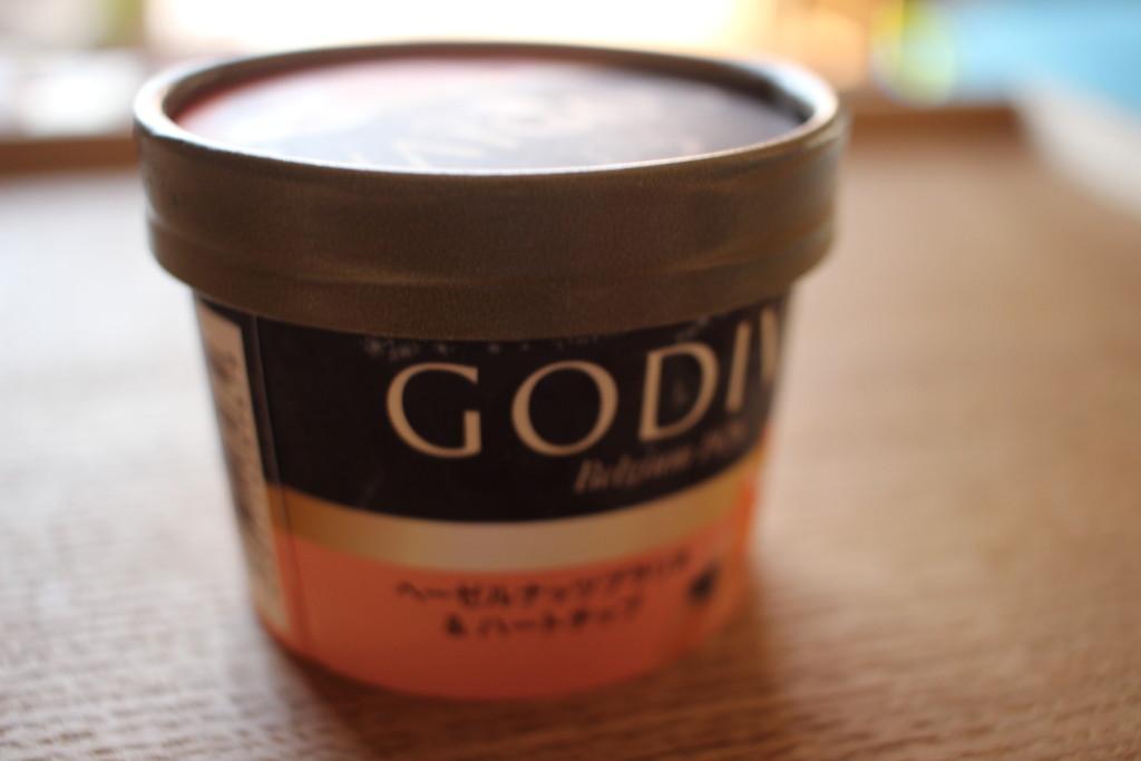 GODIVAのヘーゼルナッツプラリネ&ハートチップアイスの見た目