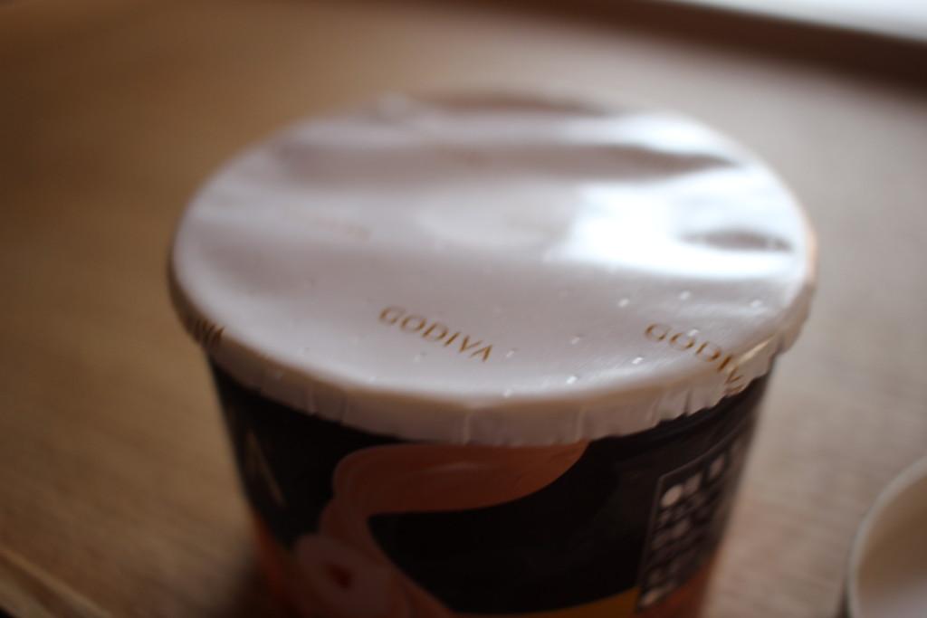 GODIVAのヘーゼルナッツプラリネ&ハートチップアイスを開封!