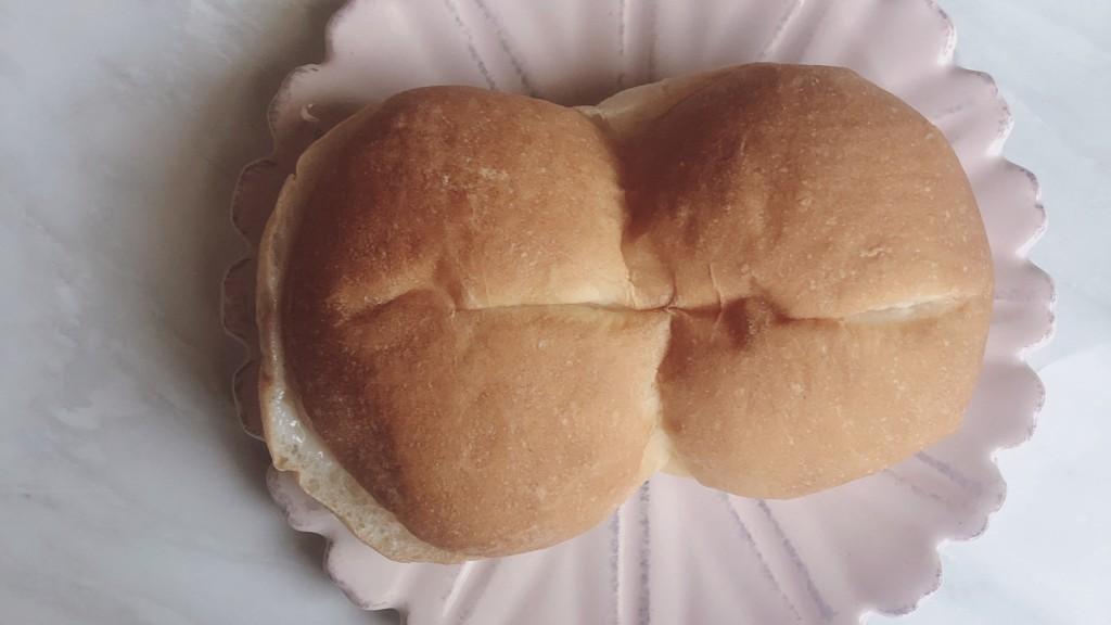 ファミマのしみじゅわ練乳パンの見た目