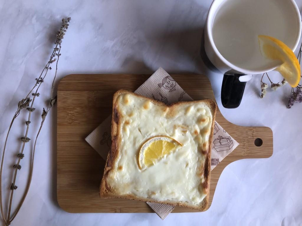 クリームチーズを使った「爽やかレモンチーズケーキトースト」はまるでスイーツな贅沢パン