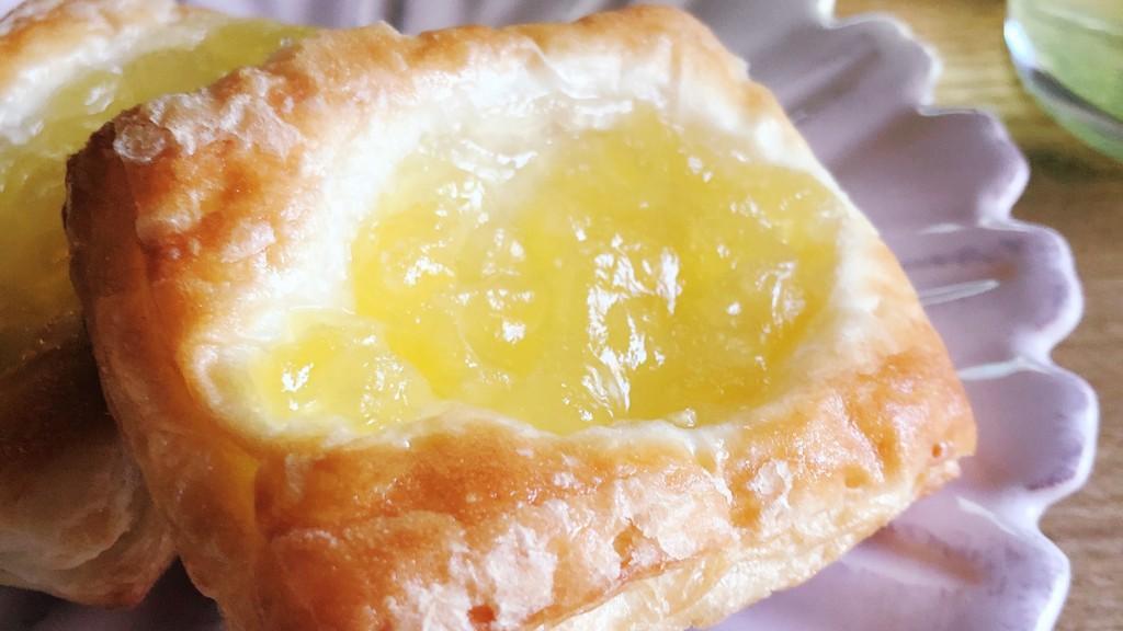 ローソンのアップルデニッシュ4個入りは、りんごたっぷり贅沢菓子パン
