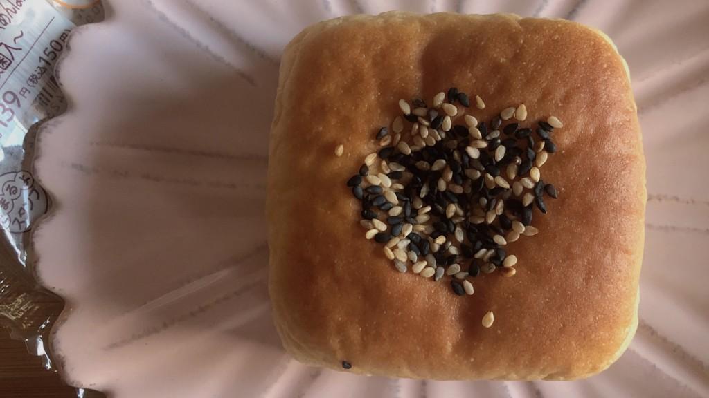 ブランのクリームチーズあんぱんを開封♪