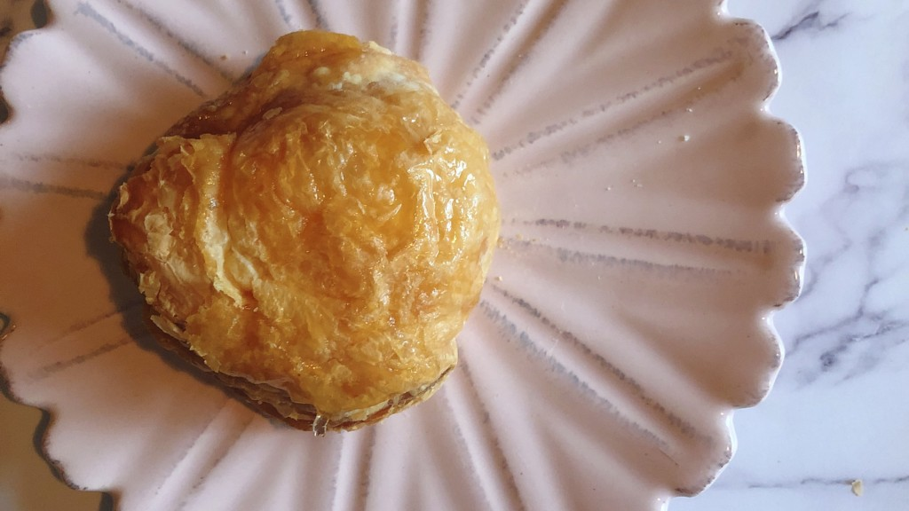 ローソンの冷凍アップルパイは、2つの食感が楽しめる斬新スイーツ