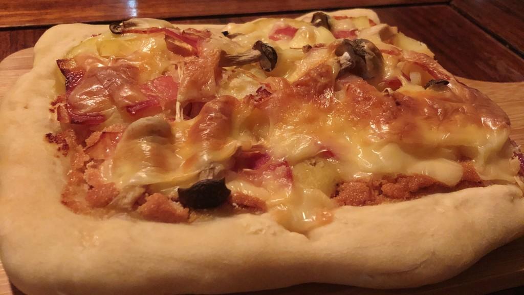 まるでピザ屋さんの味!明太ポテトピザの作り方