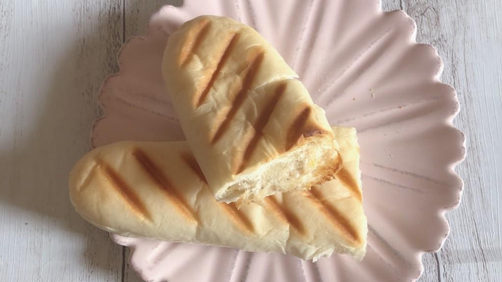 ローソンで購入できる「パニーニツナコーン」は、お家でゆっくり食べたいトースト推奨パン!