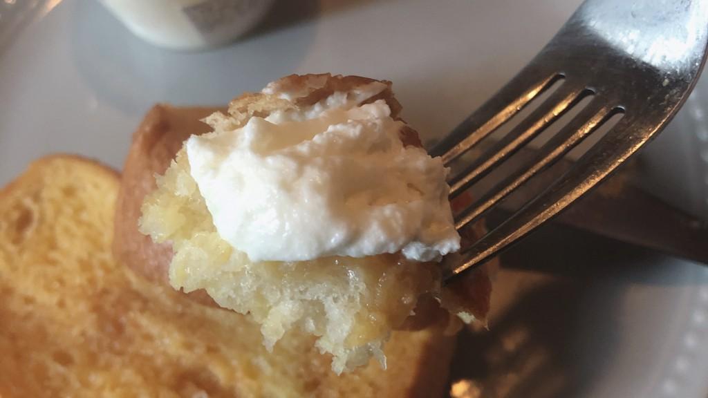ローソンで購入できるプレミアムロールケーキのクリームの気になるお味は?
